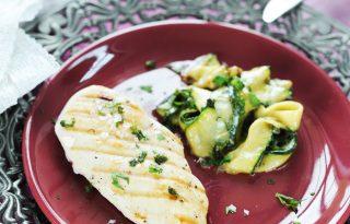 Grillezett csirkemellel bolondított cukkini főzelék