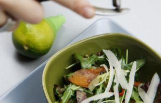 Méregtelenítés chilis sütőtökös salátával