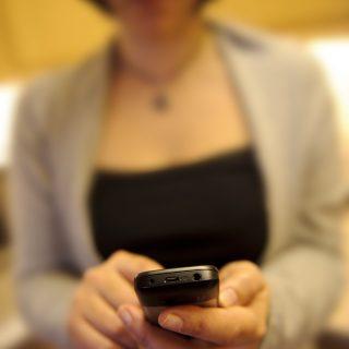 Mobil vészjelző a nőkért