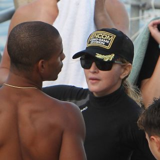 Madonna újra szingli
