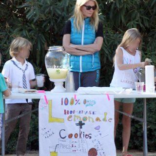 Utcai limonádét árult gyerekeivel Gwyneth Paltrow
