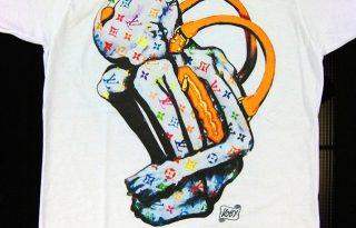 Provokatív és elgondolkodtató pólókiállítás
