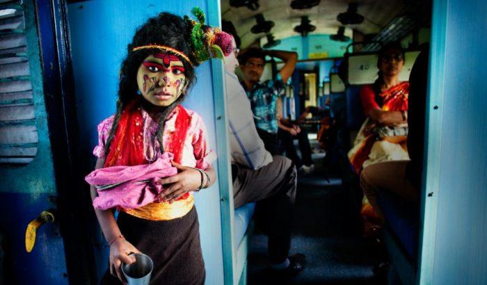 Kislány a vonaton
