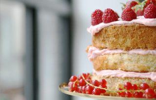 Viktória királynő kedvenc rózsavizes tortája