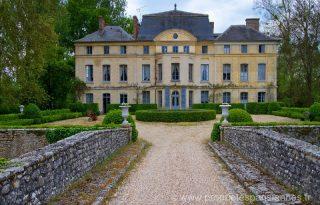 Eladó Catherine Deneuve kastélya