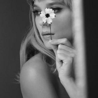 Virágos szépség a Prada kampányban