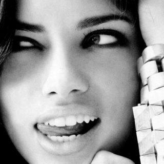 Adriana Lima visszatér a Maybelline-hez