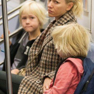 A metrón sminkel Drew Barrymore