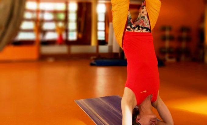Air-jóga: súlytalan lebegés