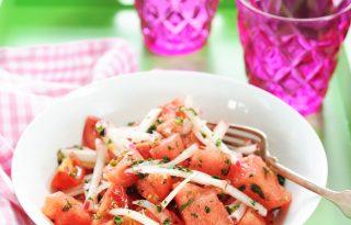Dinnye és retek saláta, friss fogás nagy melegben