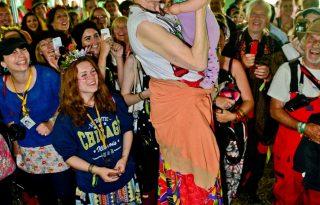 Sztárok fura outfitjei a Glastonbury Fesztiválon