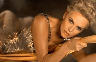 Charlize Theron ismét Golden Girl