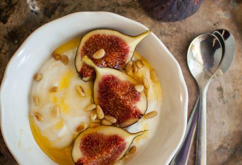 Tökéletes reggeli – fügés gyümölcsjoghurt