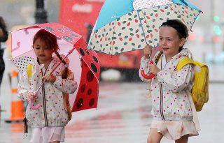 Stílusosan esőben is - a legcukibb sztárgyerekek