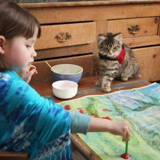 Remekműveket fest az ötéves autista kislány
