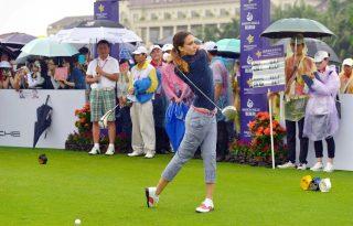 Kínában golfoznak a sztárok