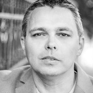 Dragomán György: Karácsonyi cukorkötözés