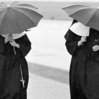 Divatmániás apácák a múltból