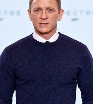 Daniel Craig pulóvere hivatalosan megnyitotta a karácsonyi szezont