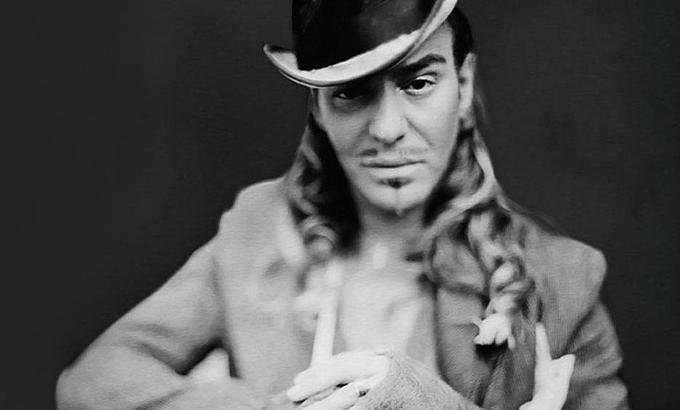 John Galliano couture show-val tér vissza a divatéletbe