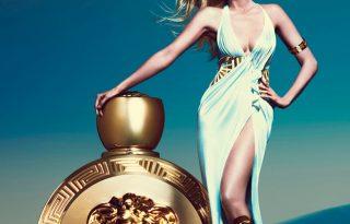 Lara Stone görög istennőként pózol az új Versace kampányban