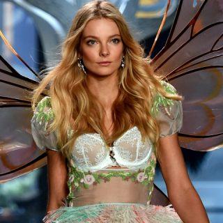 Mihalik Enikő ragyogott a Victoria's Secret kifutóján