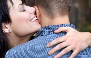 A csábos női hang megőrjíti a férfiakat