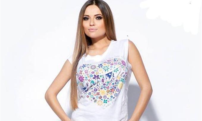 Carlos Miele tervezett pólót az Amnesiának