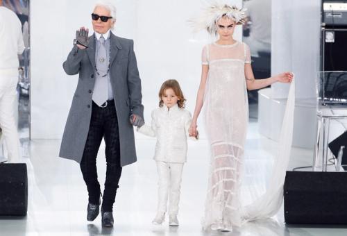 Karl Lagerfeld gyerekkollekciót tervez