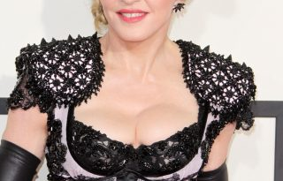 Madonna megosztó red carpet bevonulása