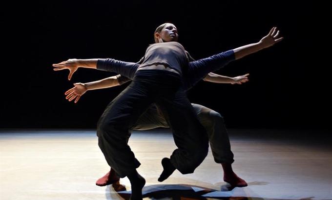 B-boyok és balerinák