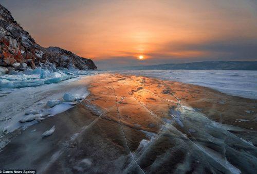 Szibéria jégbefagyott tavai – lenyűgöző képekkel