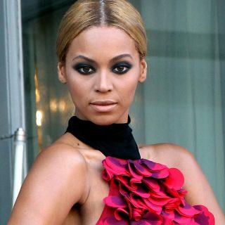 Beyoncé cipőtervezőnek áll