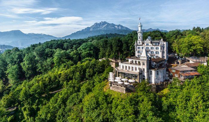 Ilyen Svájc legszebb kastélya belülről