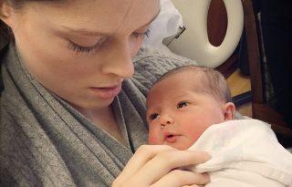 Megszületett Coco Rocha kislánya, máris tízezren követik