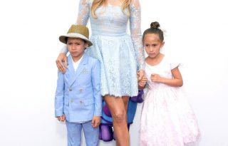 Jennifer Lopez ikrei meghódították a vörös szőnyeget