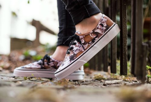 Jótékonykodj Te is a VANS állatmintás cipőivel!