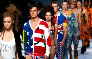 A Moschino újabb férfi divatbemutatókat rendezhet