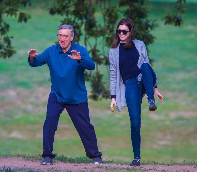 Anne Hathaway And Robert De Niro: Robert De Niro Lesz Anne Hathaway Gyakornoka