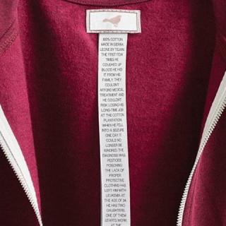 Provokatív ruhacímkék mesélnek a divat árnyoldaláról