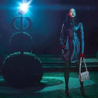 Rihanna talpig Diorban vonul a Versailles-i kastélyban