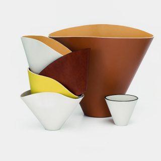 A Loewe minimalista dizájnvázákkal hódít