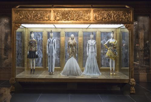 Savage Beauty – kiállítás Alexander McQueen egyedülálló művészetéből