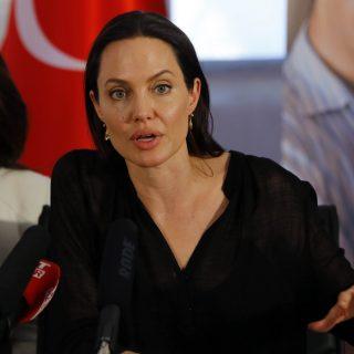 Angelina Jolie megmutatta lányának a menekült gyermekek életét