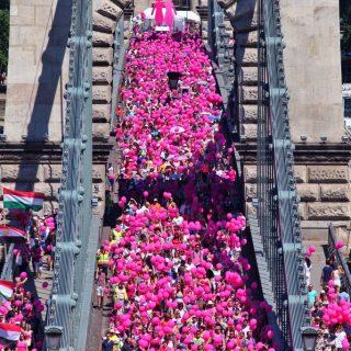 Tízezren sétáltak a mellrák ellen