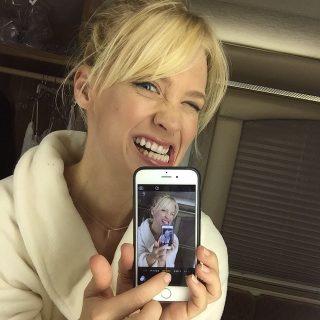 Címlaplányunk kedveli a vicces selfie-ket