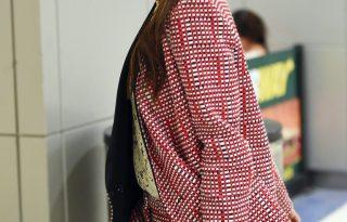 Victoria Beckham androgün szerkóban is nőies