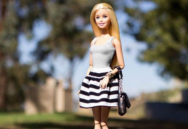 Végre Barbie is hordhat lapos cipőt