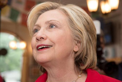 Hillary Clinton csodás jövőt jósol a meleg kisfiúnak