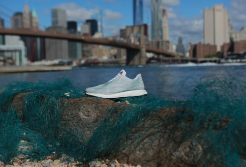 Az óceánokban úszó hulladékból készített sportcipőt az Adidas